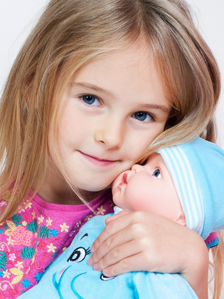 Slovensky hovoriaca a spievajúca detská bábika PlayTo Marika 46 cm